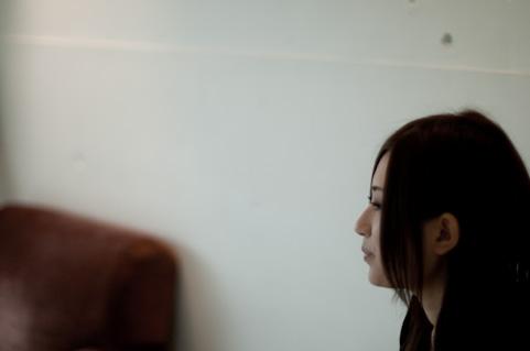 孤立する女性